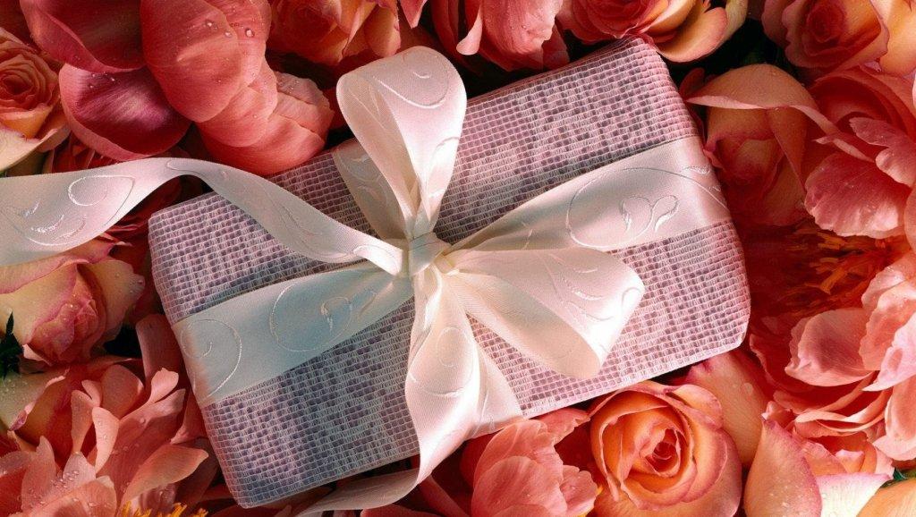 Правила этикета при вручении и дарении подарков