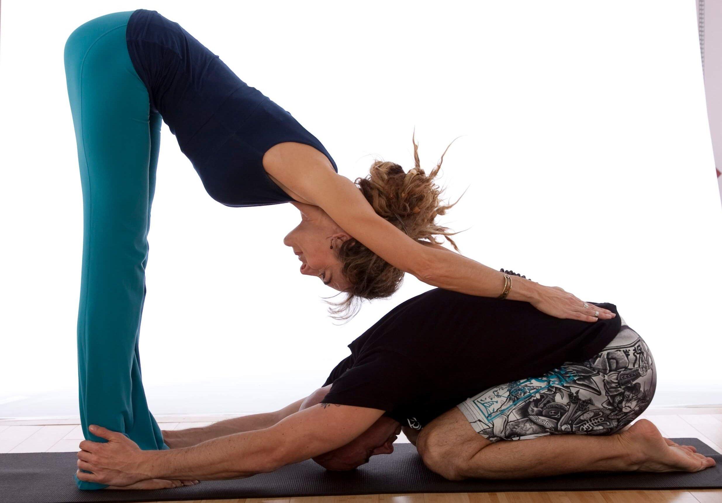 картинки для йоги для двоих несложные данным