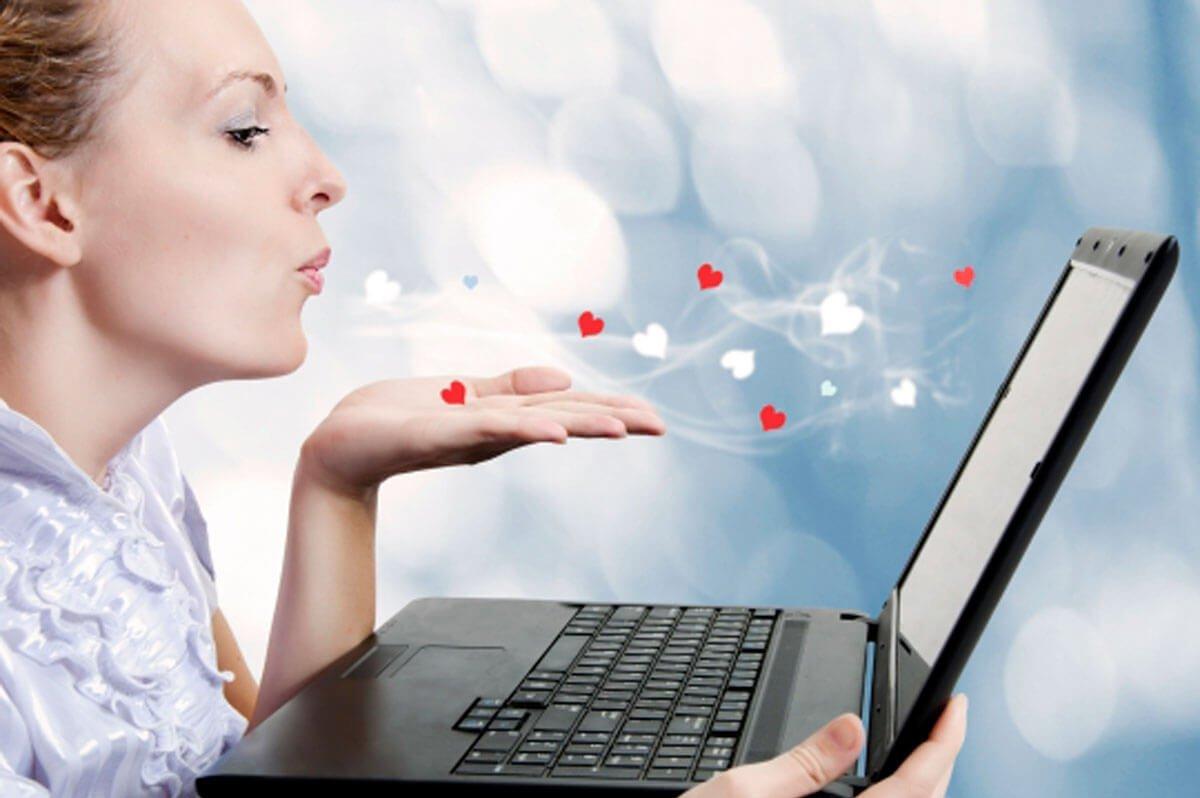 женщина и социальные сети