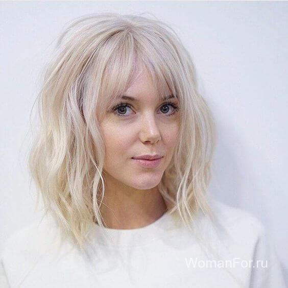 Девушка со светлыми волосами и длиной челкой