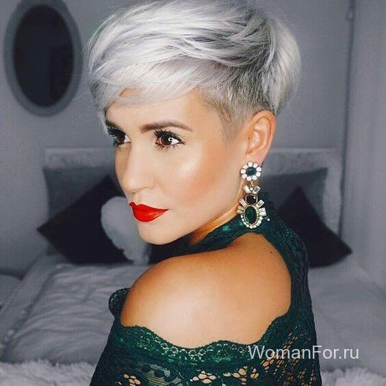 Девушка со светлыми волосами с челкой