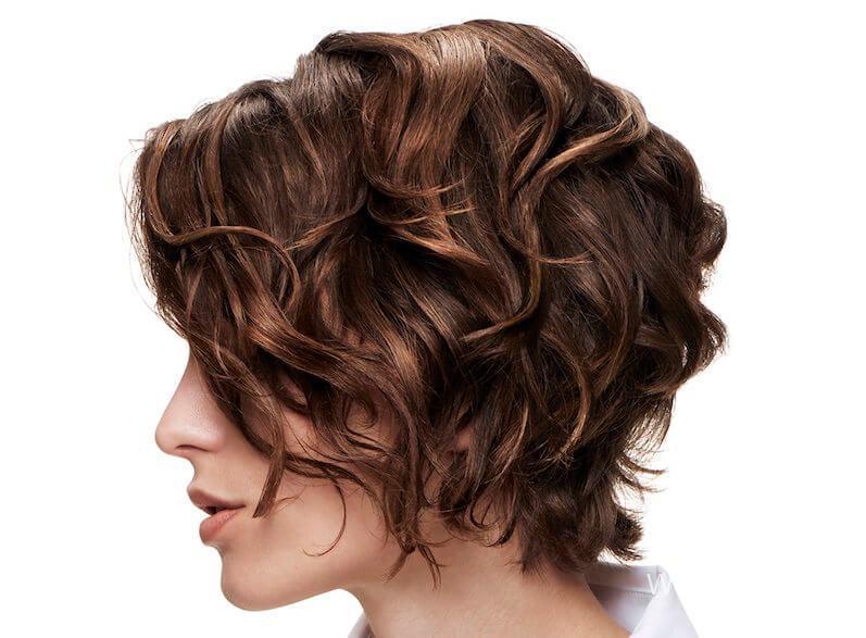 Кучерявые волосы с челкой